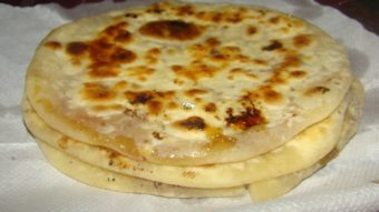 Gur Paratha (Jaggary Stuffed Flat Bread) Recipe