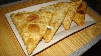 Green Gram Stuffed Flat Bread (Maash Puri) Recipe